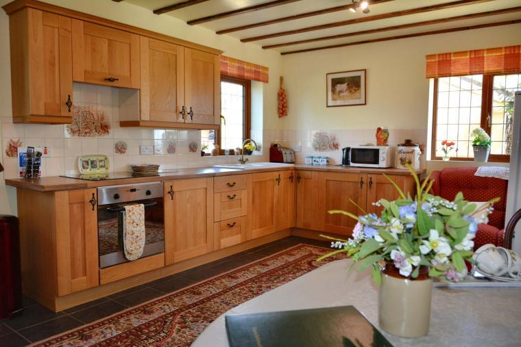 Oaktree Cottage country kitchen