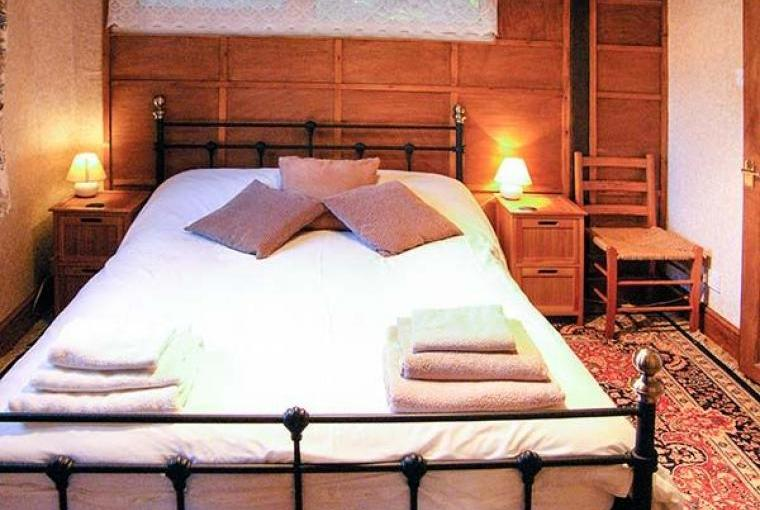 Romantic bedroom, Endymion Lodge, New Forest, Hampshire