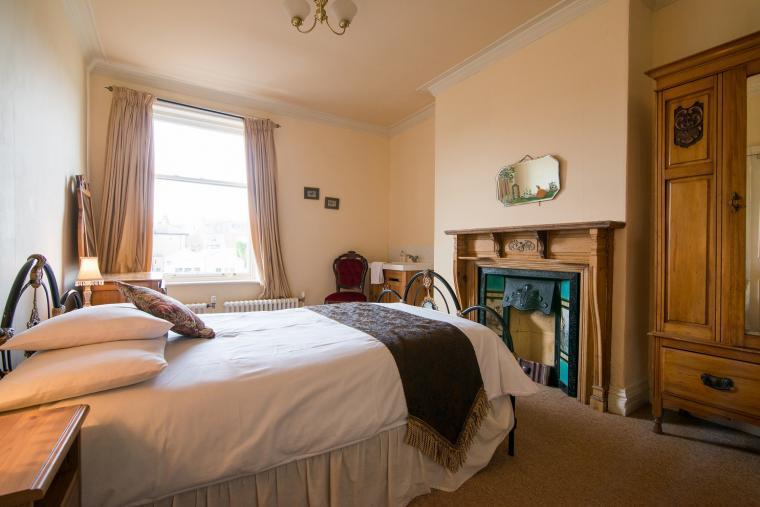 The Edrwardian bedroom has a vanity unit