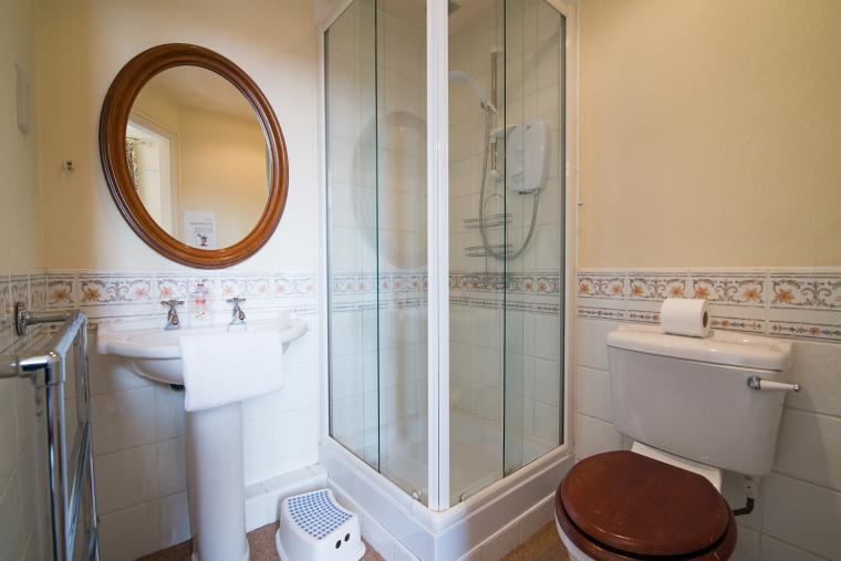 The en suite shower room