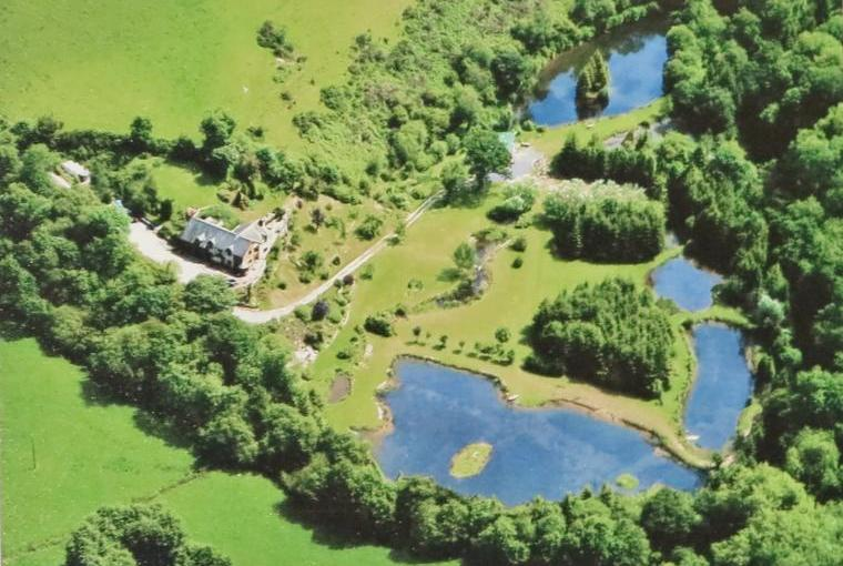 Ten acres of grounds, with lakes, to explore