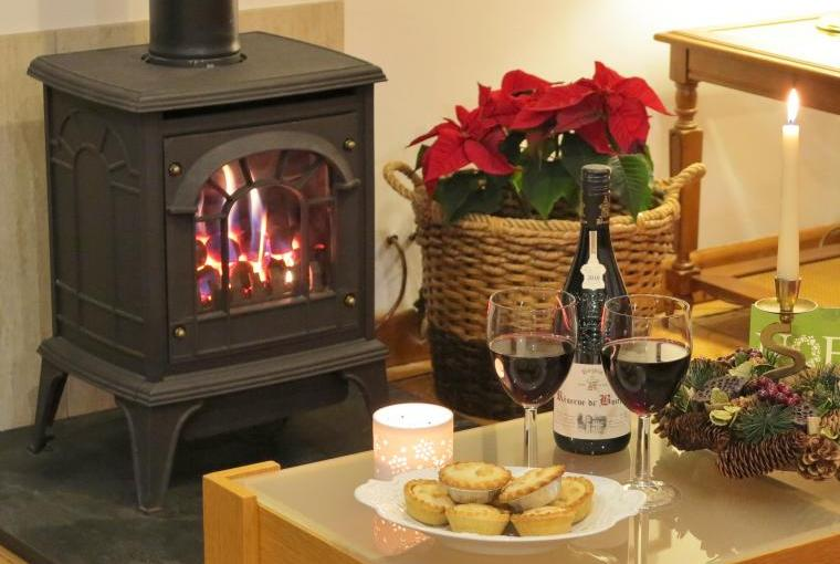 Living-flame gas fire for cosy winter breaks