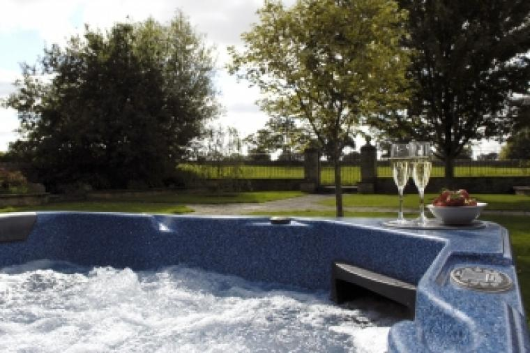 The Cotswold Manor Grange, Exclusive Hot-Tub, Games Barn, 70 acres of Parkland, Oxfordshire, Photo 3