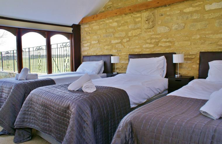 The Cotswold Manor Grange, Exclusive Hot-Tub, Games Barn, 70 acres of Parkland, Oxfordshire, Photo 7