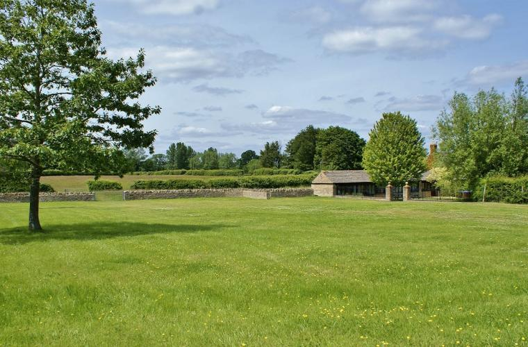 The Cotswold Manor Grange, Exclusive Hot-Tub, Games Barn, 70 acres of Parkland, Oxfordshire, Photo 9
