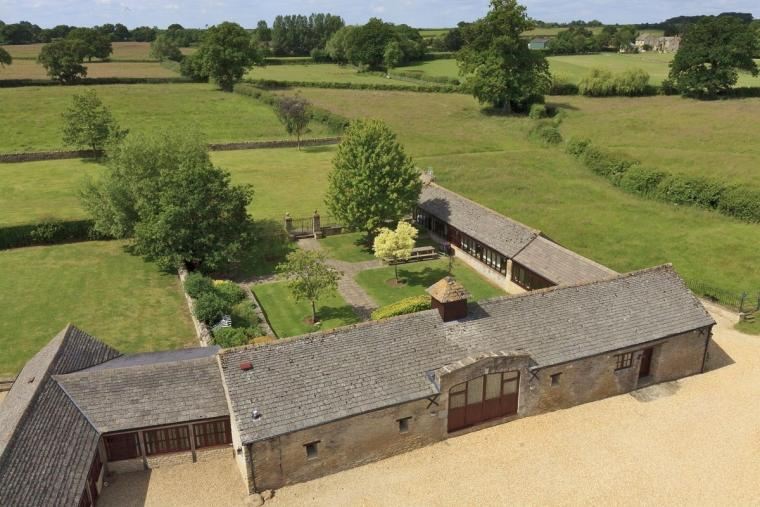 The Cotswold Manor Grange, Exclusive Hot-Tub, Games Barn, 70 acres of Parkland, Oxfordshire, Photo 1
