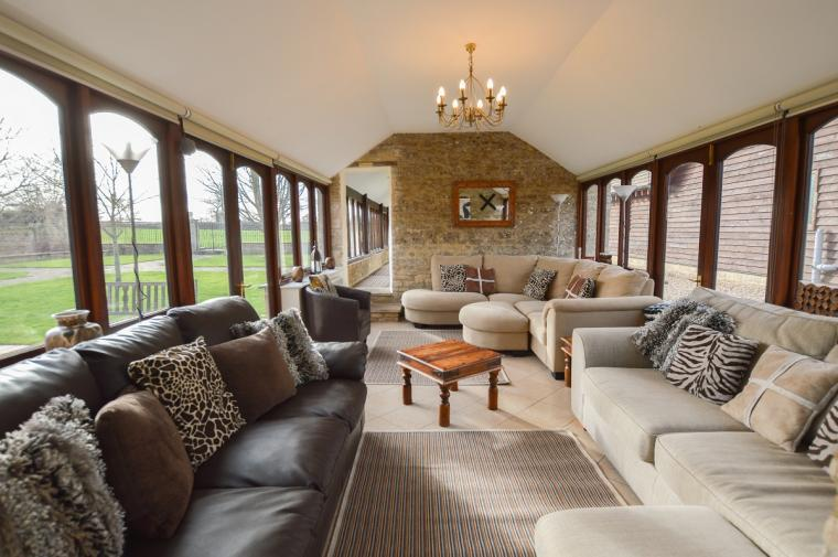 The Cotswold Manor Grange, Exclusive Hot-Tub, Games Barn, 70 acres of Parkland, Oxfordshire, Photo 4