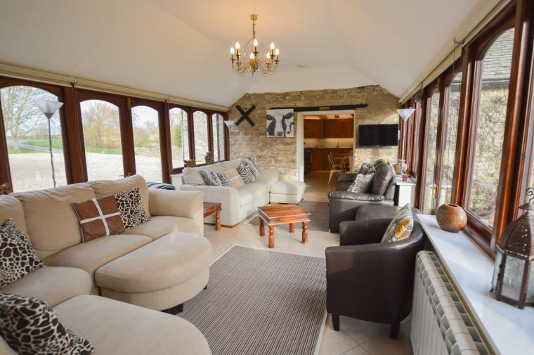 The Cotswold Manor Grange, Exclusive Hot-Tub, Games Barn, 70 acres of Parkland, Oxfordshire, Photo 12
