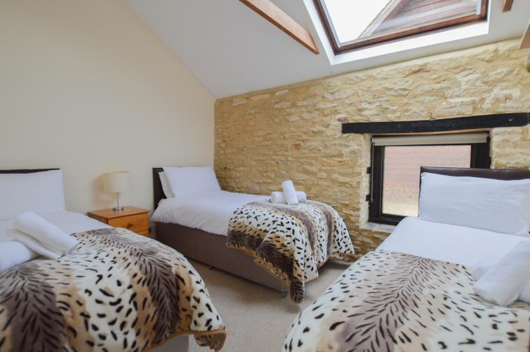 The Cotswold Manor Grange, Exclusive Hot-Tub, Games Barn, 70 acres of Parkland, Oxfordshire, Photo 19