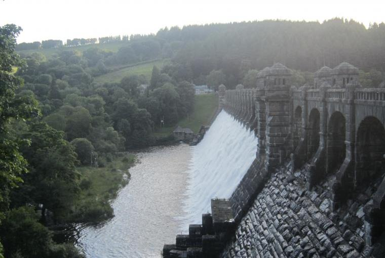Lake Vyrnwy 3/4 hr drive