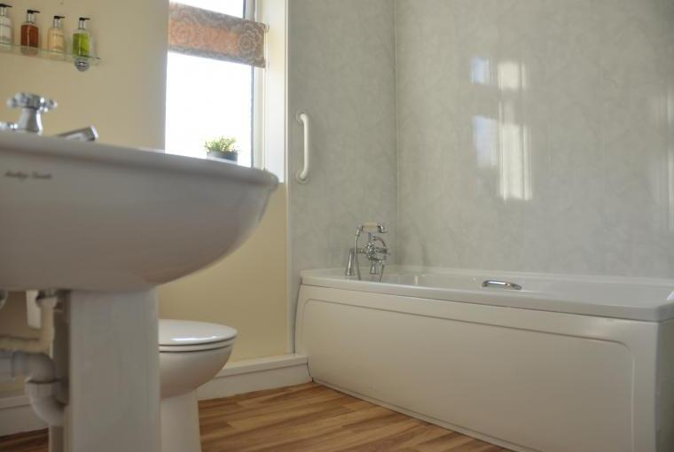 Ploughman's Cottage Bathroom