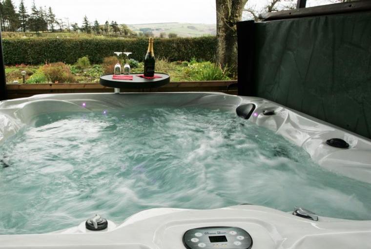 Hot tub holiday cottage wrexham wales