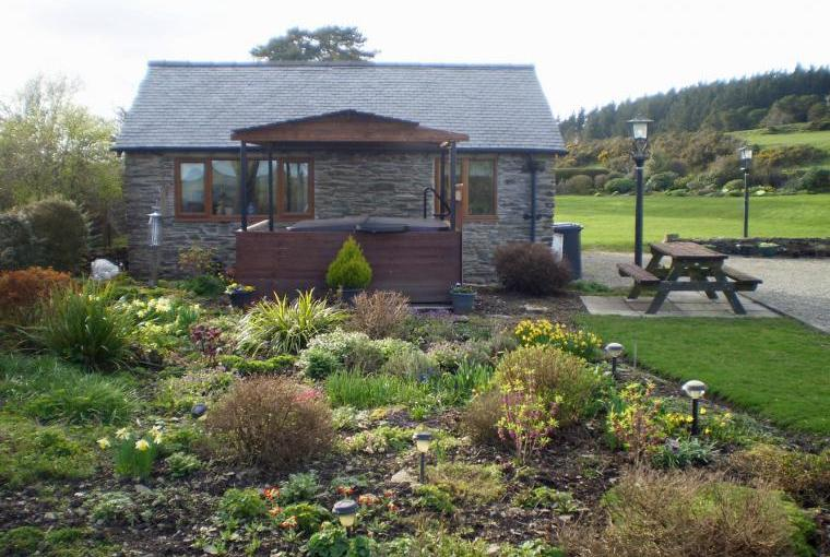 5 star cottage with hot tub wales