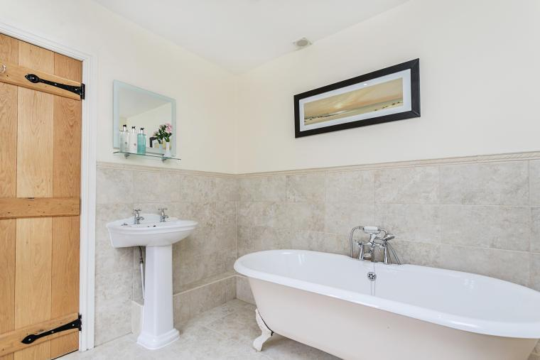 A lovely rolltop bath