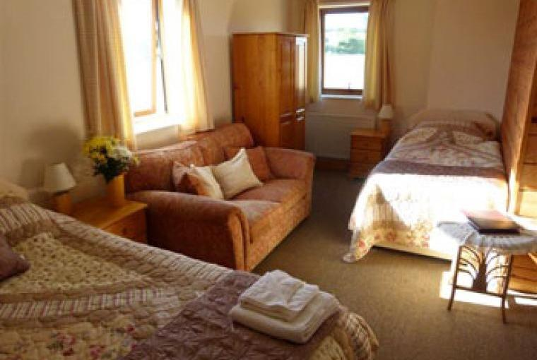 Spacious and comfortable family bed & breakfast room