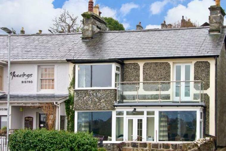 5 Ivy Terrace with sea views, Wales
