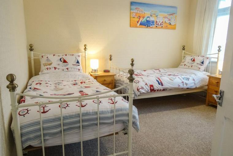 Twin bedroom, Outlook Cottage
