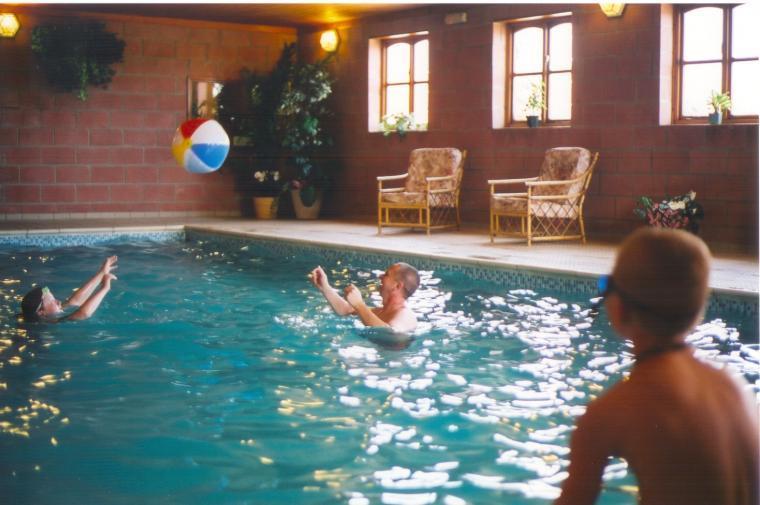 Luxury swimming pool & jacuzzi