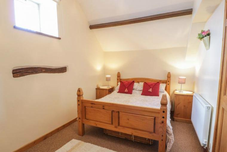 Double bedroom, Stable 2 Beach Cottage