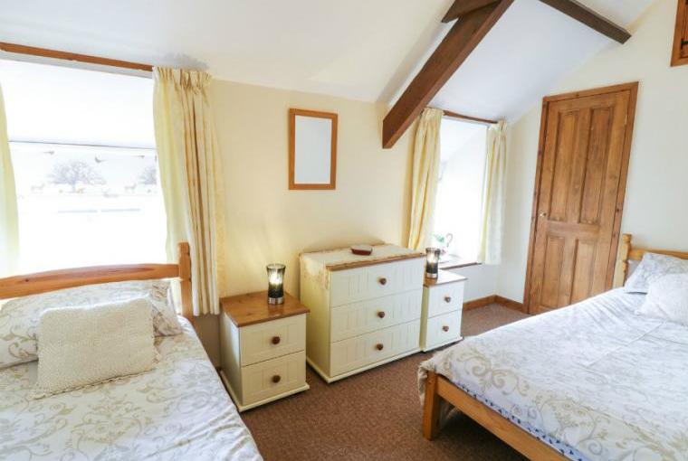 Twin bedroom, Stable 2 Beach Cottage