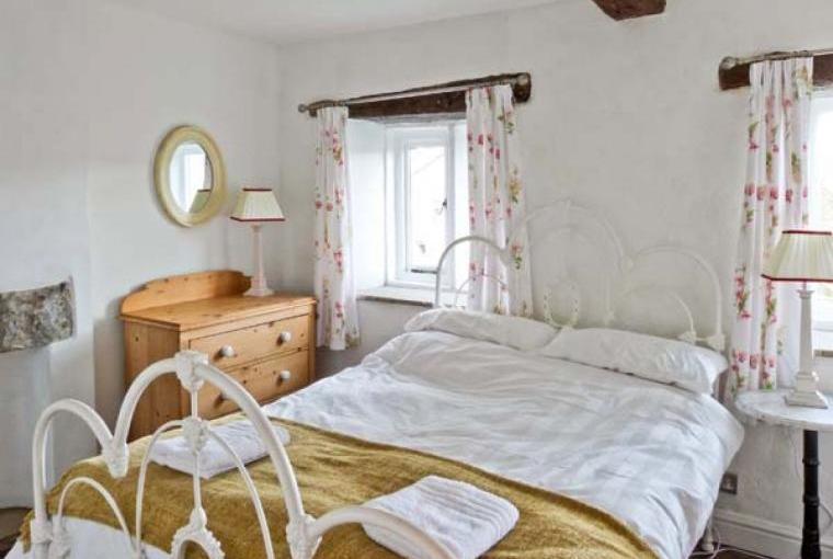 Romantic Bedroom, Beckside Cottage, Lake District