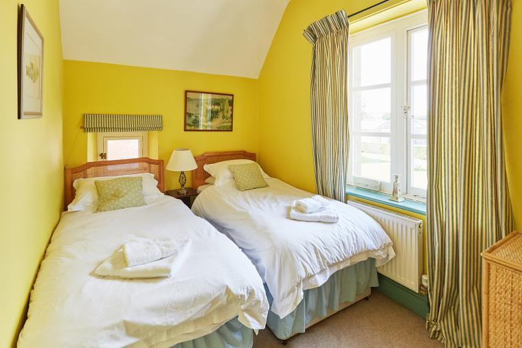 Bedroom 3, twin room
