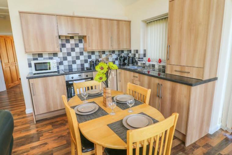 Kitchen with dining area, Birkdale Lodge