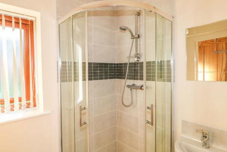 Walk-in shower, Birkdale Lodge
