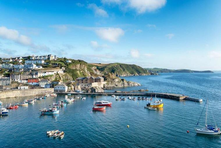 Explore coastal Cornwall on holiday
