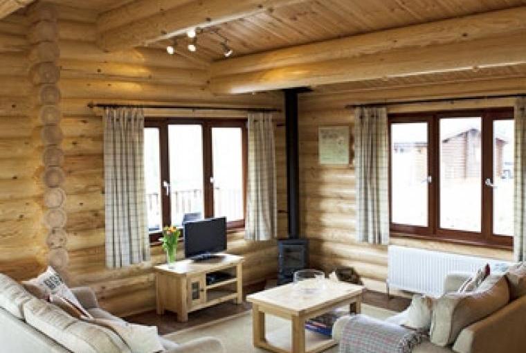 Pine lodge living room/ dining area