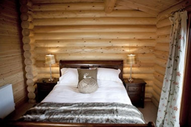 Country cottage log cabin with double bedroom