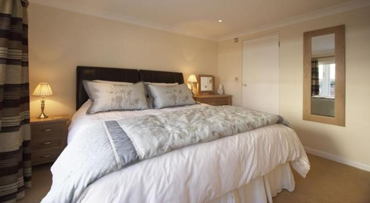 Holiday cottage Norfolk Master bedroom, luxury to die for!