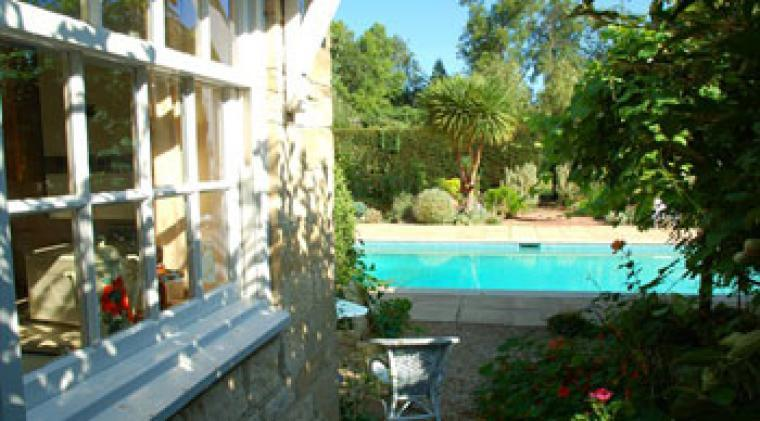 Self-catering country cottage with outdoor pool