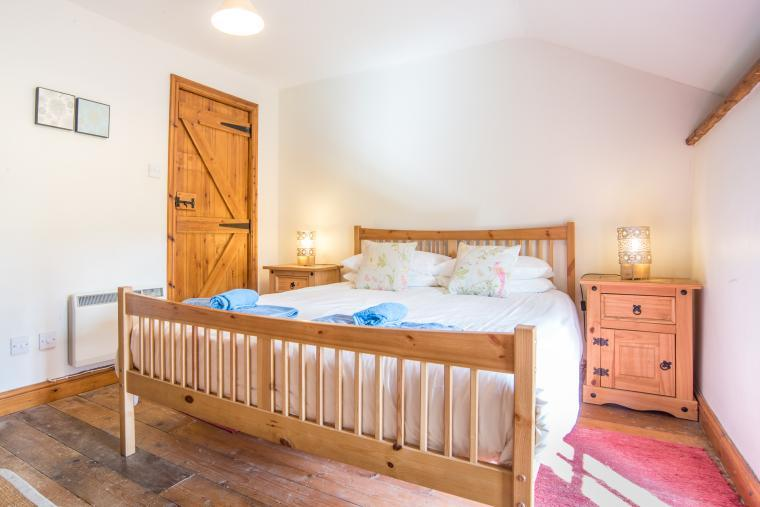 Old Mill, converted barn, WiFi, Spa included