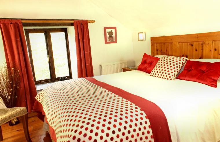 King size bed in a South Devon holiday cottage