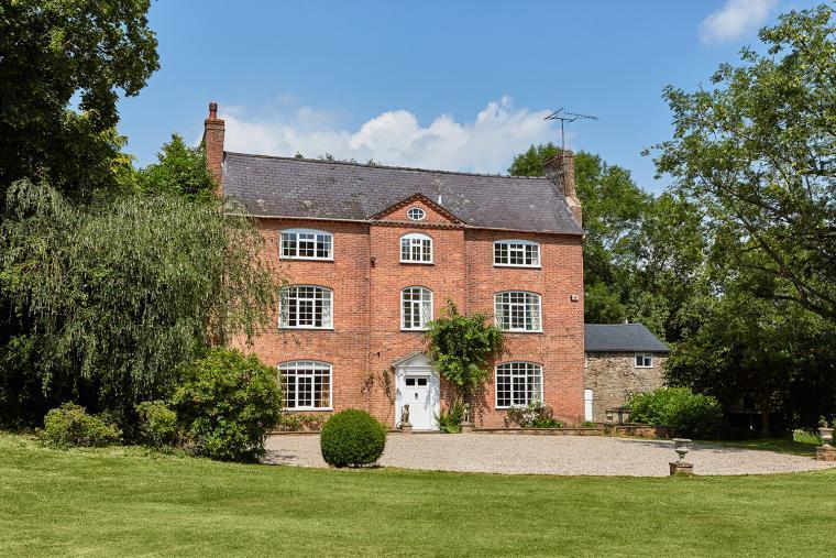 Grade ll listed Queen Ann house
