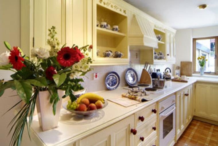 selfcatering in the Cotswolds for large groups in a very comfortable house