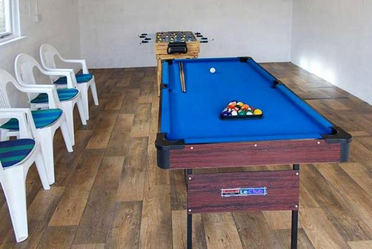 Games room with snooker/pool table
