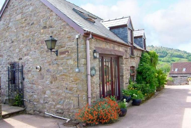 Caecrwn Pet-Friendly Barn Conversion, South Wales , Cheshire, Photo 1