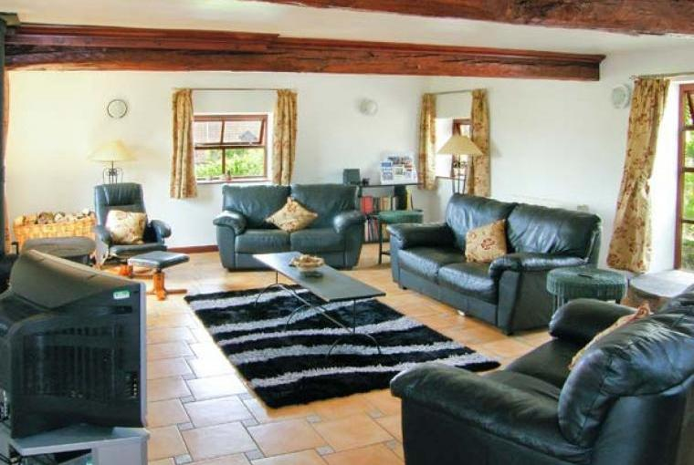 Caecrwn Pet-Friendly Barn Conversion, South Wales , Cheshire, Photo 2