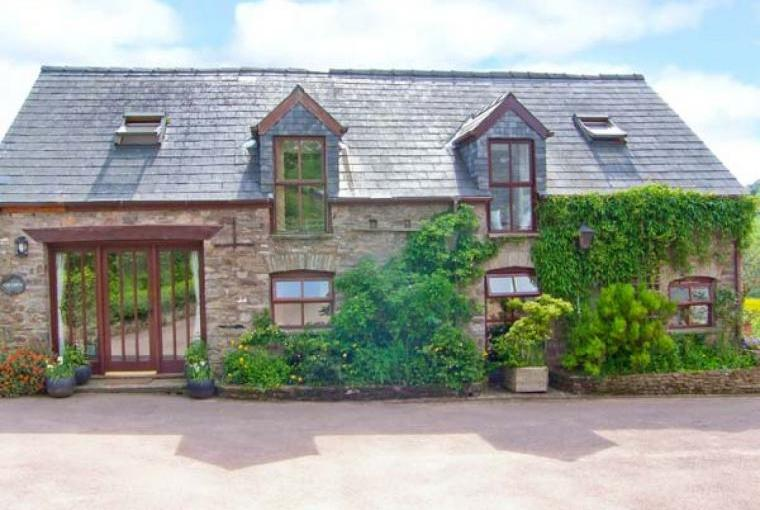 Caecrwn Pet-Friendly Barn Conversion, South Wales , Cheshire, Photo 3