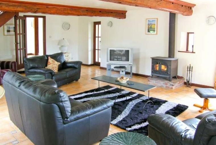 Caecrwn Pet-Friendly Barn Conversion, South Wales , Cheshire, Photo 4