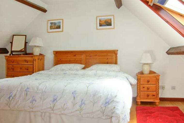 Caecrwn Pet-Friendly Barn Conversion, South Wales , Cheshire, Photo 9