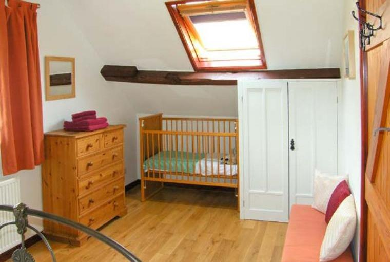 Caecrwn Pet-Friendly Barn Conversion, South Wales , Cheshire, Photo 11