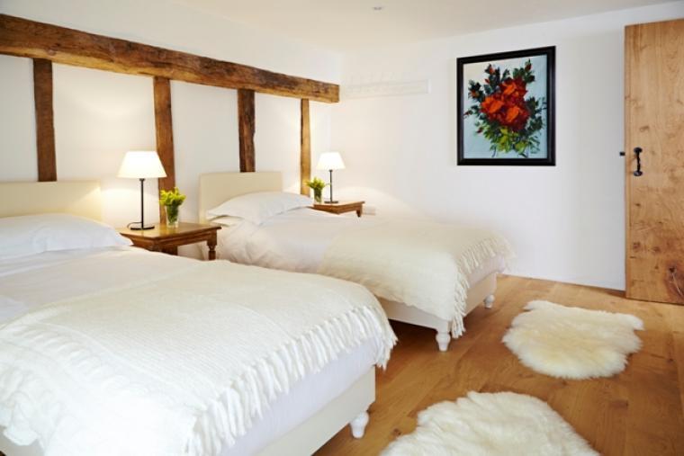 Alfred's Barn @ Grove Farm - bedroom 1