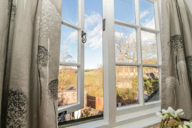 Gamekeeper's Holiday Cottage, Hadrian's Wall Country, Cheshire, Photo 10