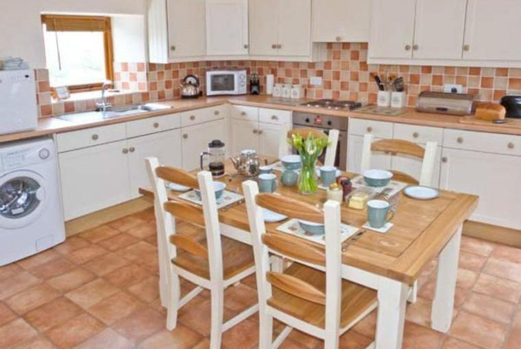 Kitchen with dining area, Topsy-Turvy Cottage