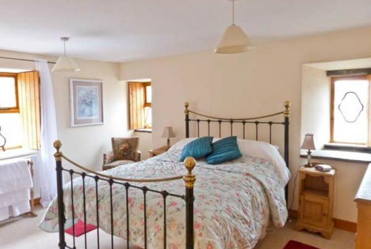 Double bedroom, Topsy-Turvy Cottage