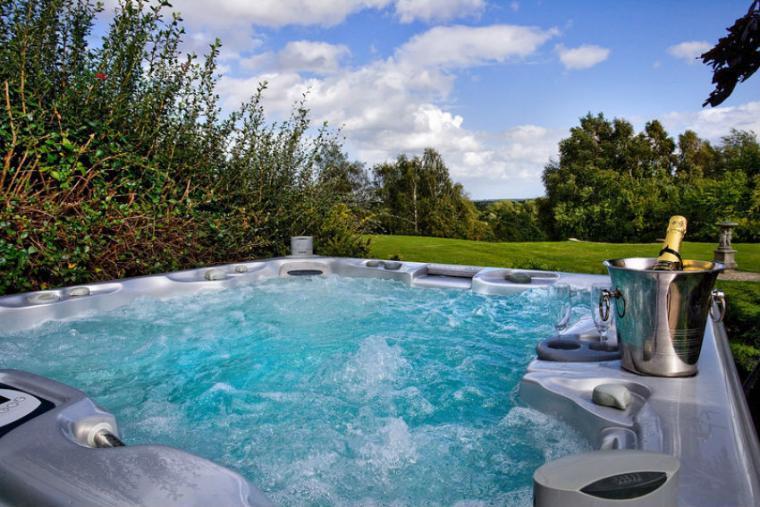 Outdoor hot tub at Great Oak Park, Surrey