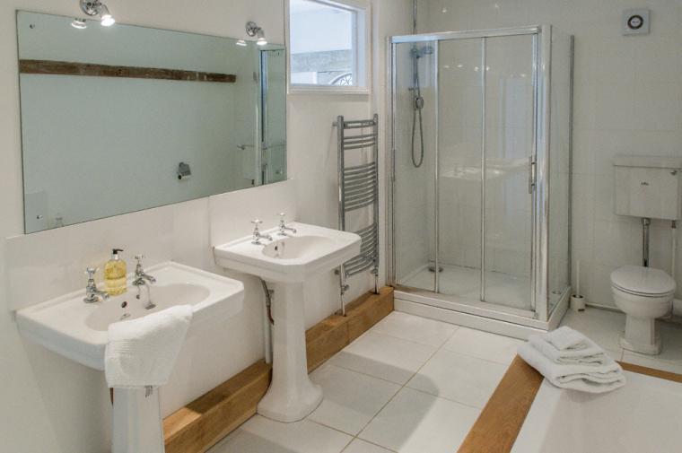 Clean, modern family bathroom